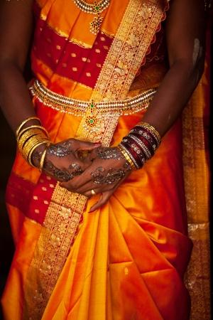wedding pattern on hands photo