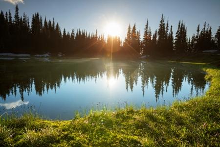 Sunset escena en el lago Foto de archivo