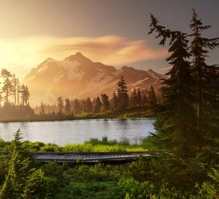 pacífico: Imagem Lago e Monte Shuksan, Washington Imagens