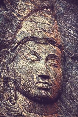 cabeza de buda: Talla en templo budista Buduruvagala, Sri Lanka