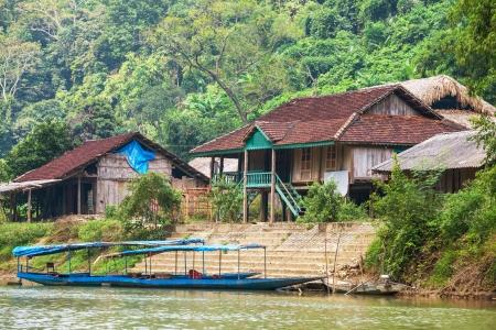Lao Dorf im Dschungel