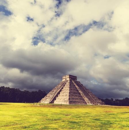 kukulkan: Pir�mide de Kukulkan en Chichen Itza Site, M�xico