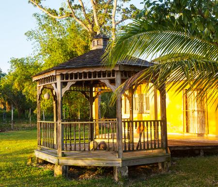 tuinhuis: zomerhuis in de tuin Redactioneel