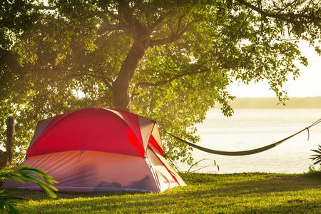 緑の草地にテント 写真素材
