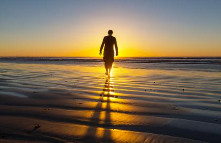 해변에서 남자 스톡 콘텐츠 - 25910277