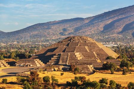 태양 Teotihuacan 멕시코의 피라미드