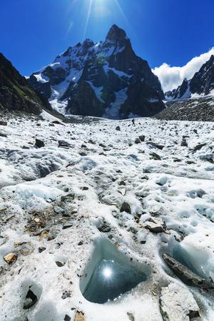 svaneti: Ushba pico, las monta�as del C�ucaso Svaneti Foto de archivo