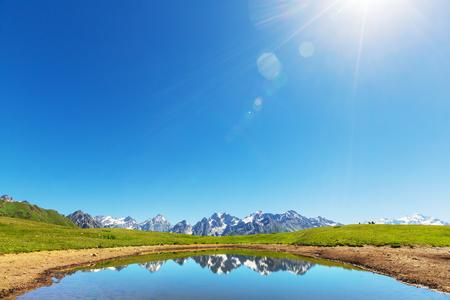 svaneti: Koruldi lago de monta�a, Georgia, Svaneti Foto de archivo