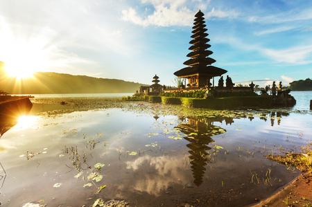 푸 Ulun Danu 사원, 발리, 인도네시아 스톡 콘텐츠