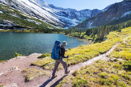 Randonnée dans le parc national Glacier, au Montana Banque d'images - 32986741