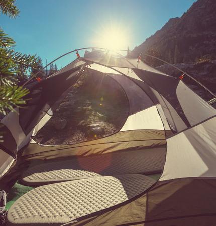 tent in mountains 版權商用圖片