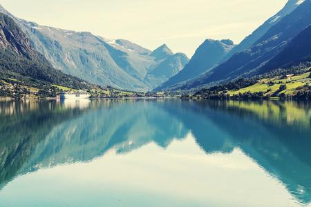 jezior: górskie jezioro Zdjęcie Seryjne