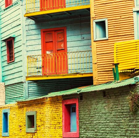 ブエノスアイレスのラ ・ ボカ地区のカミニートの鮮やかな色 写真素材