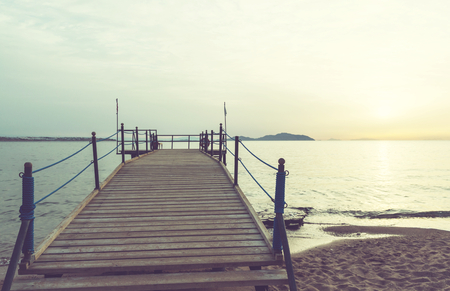 playas tropicales: Paseo marítimo en la playa