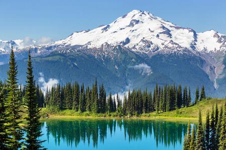 jezior: Jezioro obrazu i lodowiec Peak w Waszyngtonie, USA