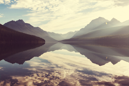 Bowman meer in Glacier National Park, Montana, Verenigde Staten Stockfoto - 44541882