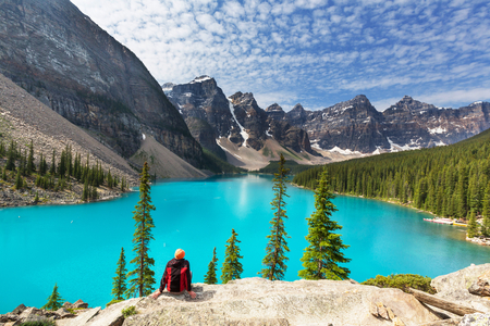 Schöne Moraine Lake im Banff-Nationalpark, Kanada Standard-Bild - 44541861