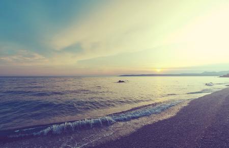 Mooie zons ondergang aan zee  Stockfoto