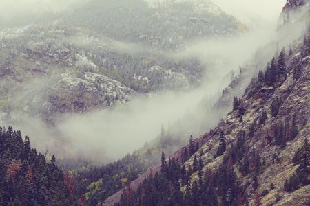 estaciones del año: Temporada de otoño tardío en las montañas Foto de archivo