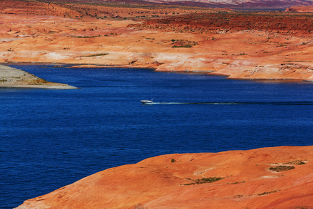 gunsight: Lake Powell, Alstrom point, USA.
