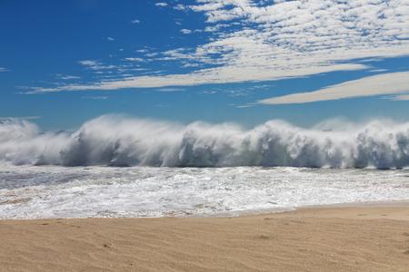 seething: Powerful oceanic wave
