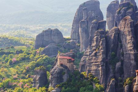 monasteri: Meteora monasteries in Greece.