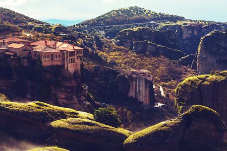 monasteri: monasteri di Meteora in Grecia. Filtro Instagram.