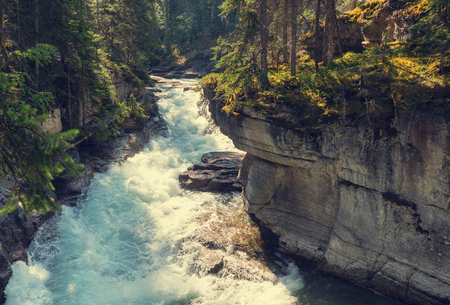 np: Johnston Canyon in Banff NP, Canada