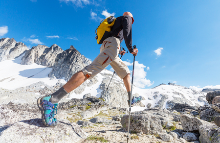Hiking man in the mountains Foto de archivo