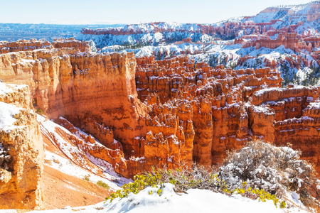 bryce: Bryce canyon  with snow in winter season.