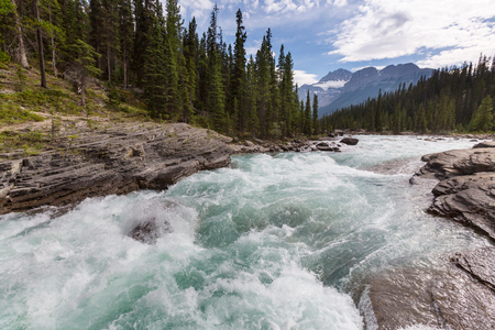 parkway: Athabasca River in Jasper National Park Stock Photo