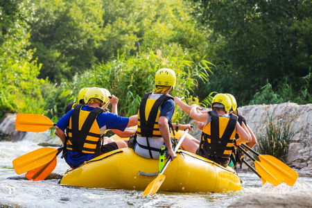 Rafting team , summer extreme water sport 免版税图像