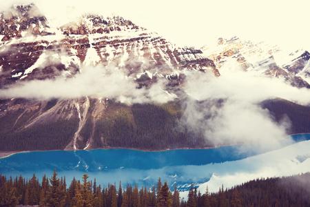 カナダ ・ バンフ国立公園ペイトー湖 写真素材 - 91697482