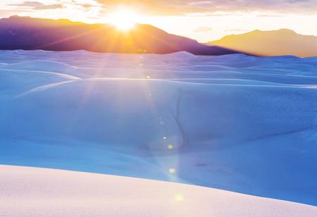 Dunes de sable blanc inhabituelles au White Sands National Monument, New Mexico, USA Banque d'images - 97447205