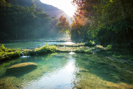 Belle piscine naturali a Semuc Champey, Lanquin, Guatemala, America Centrale