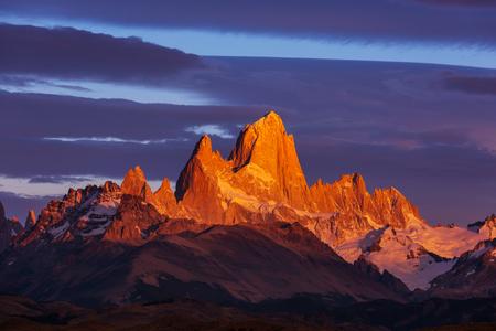 Berühmter Cerro Fitz Roy - einer der schönsten und schwer zu akzentuierenden Felsgipfel in Patagonien, Argentinien Standard-Bild