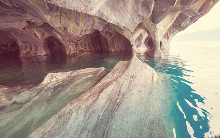 Grottes de marbre inhabituelles sur le lac de General Carrera, Patagonie, Chili. Voyage Carretera Austral.