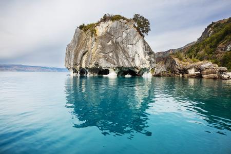 Ungewöhnliche Marmorhöhlen am See von General Carrera, Patagonien, Chile. Carretera Austral-Reise.
