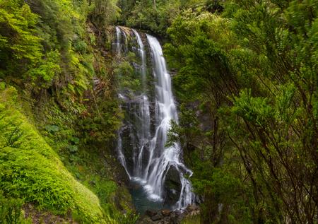 Hermosa cascada en Chile, América del Sur.
