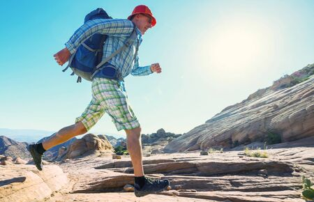 Hike in the Utah mountains. Hiking in unusual natural landscapes. Fantastic forms sandstone formations. 스톡 콘텐츠