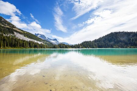 Serenity lake in the mountains in summer season. 스톡 콘텐츠