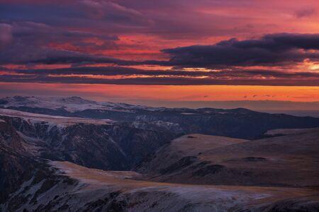 Scenic Sunset in the mountains. Autumn season. 스톡 콘텐츠