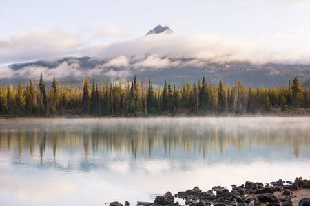 Serene beautiful lake in morning mountains, Oregon, USA. Stok Fotoğraf