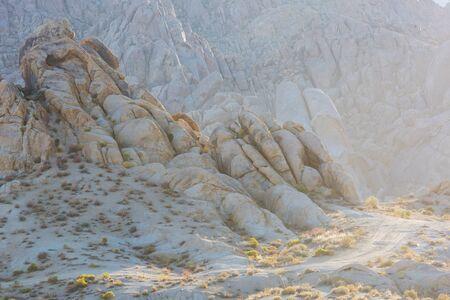 Hiker in unusual stone formations in Alabama hills, California, USA Banco de Imagens