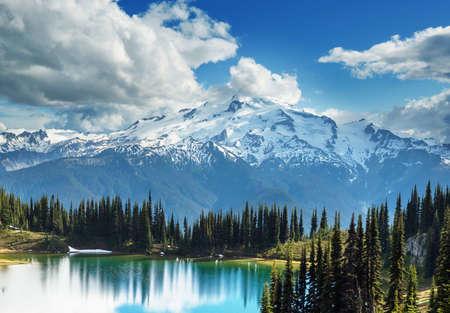Image lake and Glacier Peak in Washington, USA 免版税图像