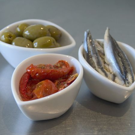 tapas:tomato, anchoy and olives