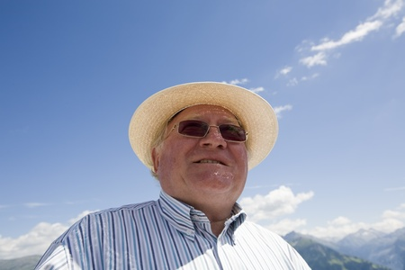 tranquille: an older man with hat, staring in the distance