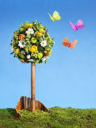 easter spring  flower arrangement with  colorful butterflies, blue sky, copy space Stock Photo - 9329168