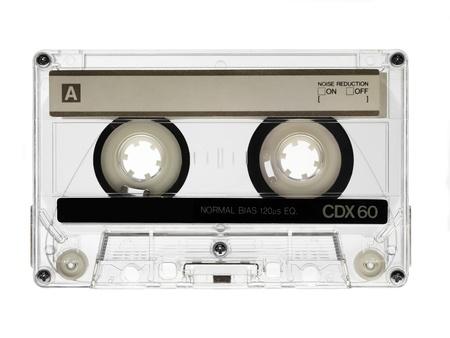 millésime cassette audio isolé sur blanc