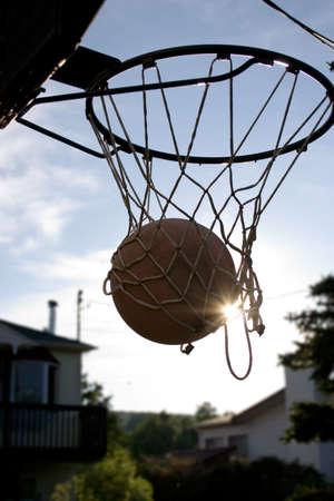 太陽とネット バスケット ボール 写真素材